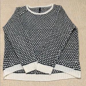 Soft hi-lo sweater from Elan - size medium